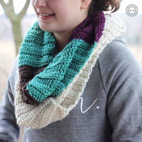 Color Blocked Infinity Scarf- Free Crochet Pattern