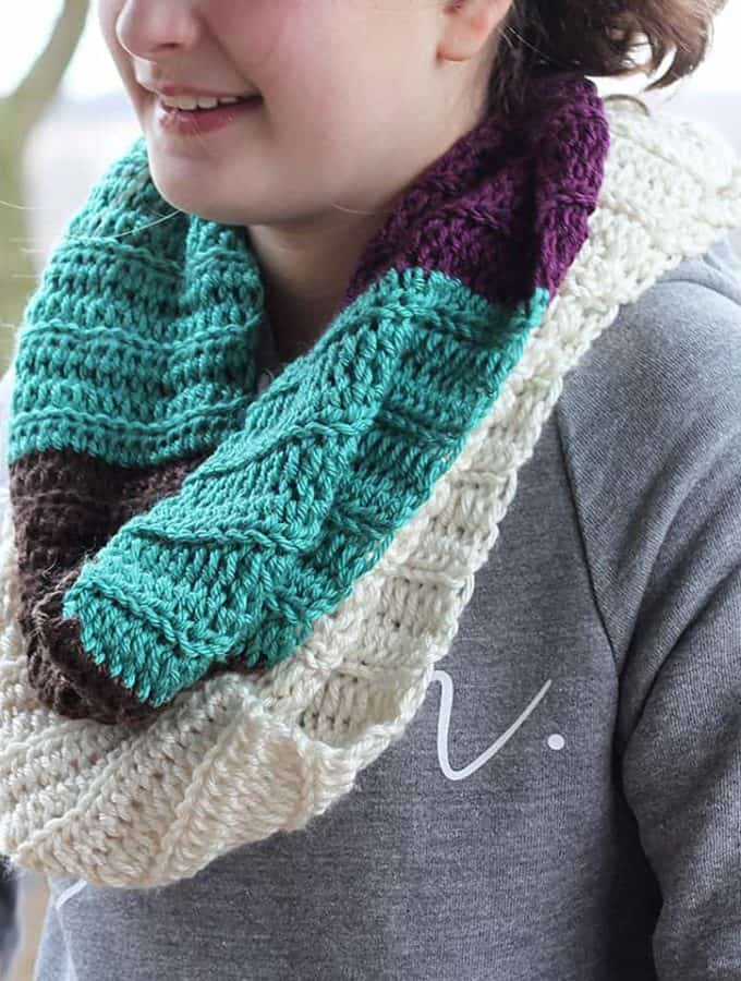 Color Blocked Infinity Scarf- Free Crochet Pattern