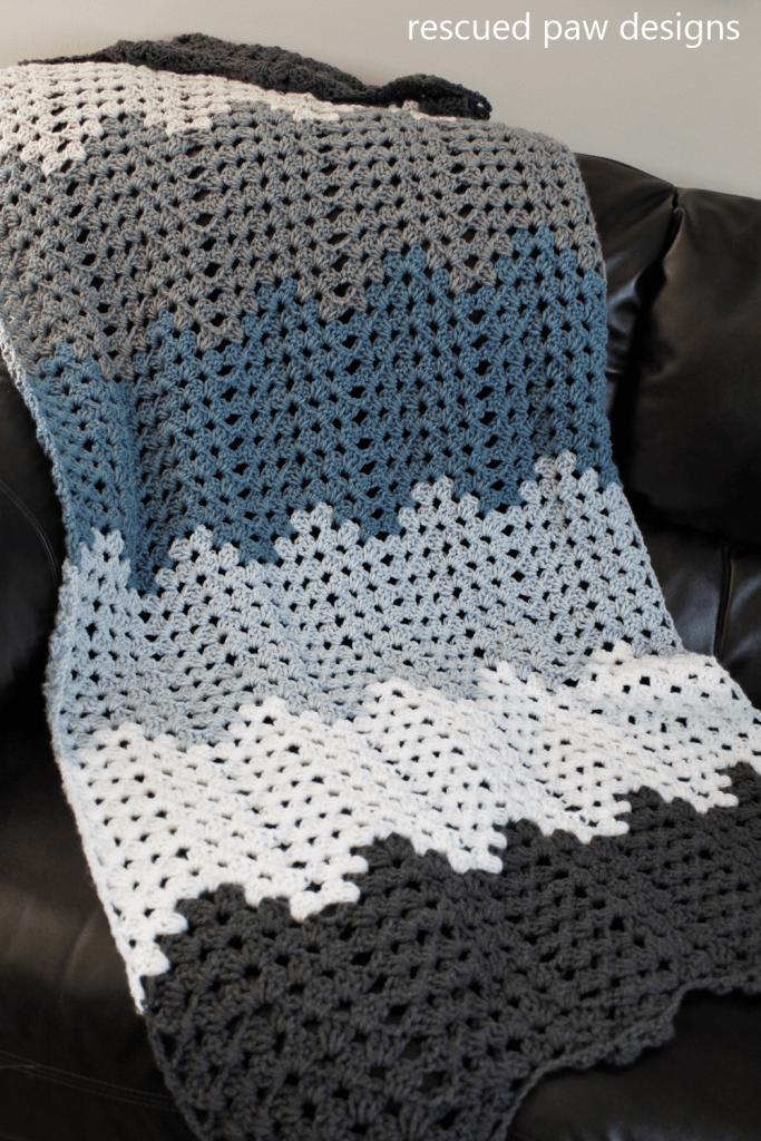 Crochet ripple pattern scarf