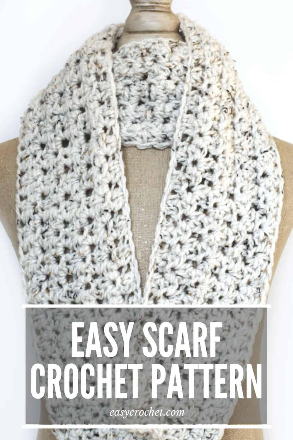Free beginner-friendly crochet scarf pattern that uses simple stitches! via @easycrochetcom
