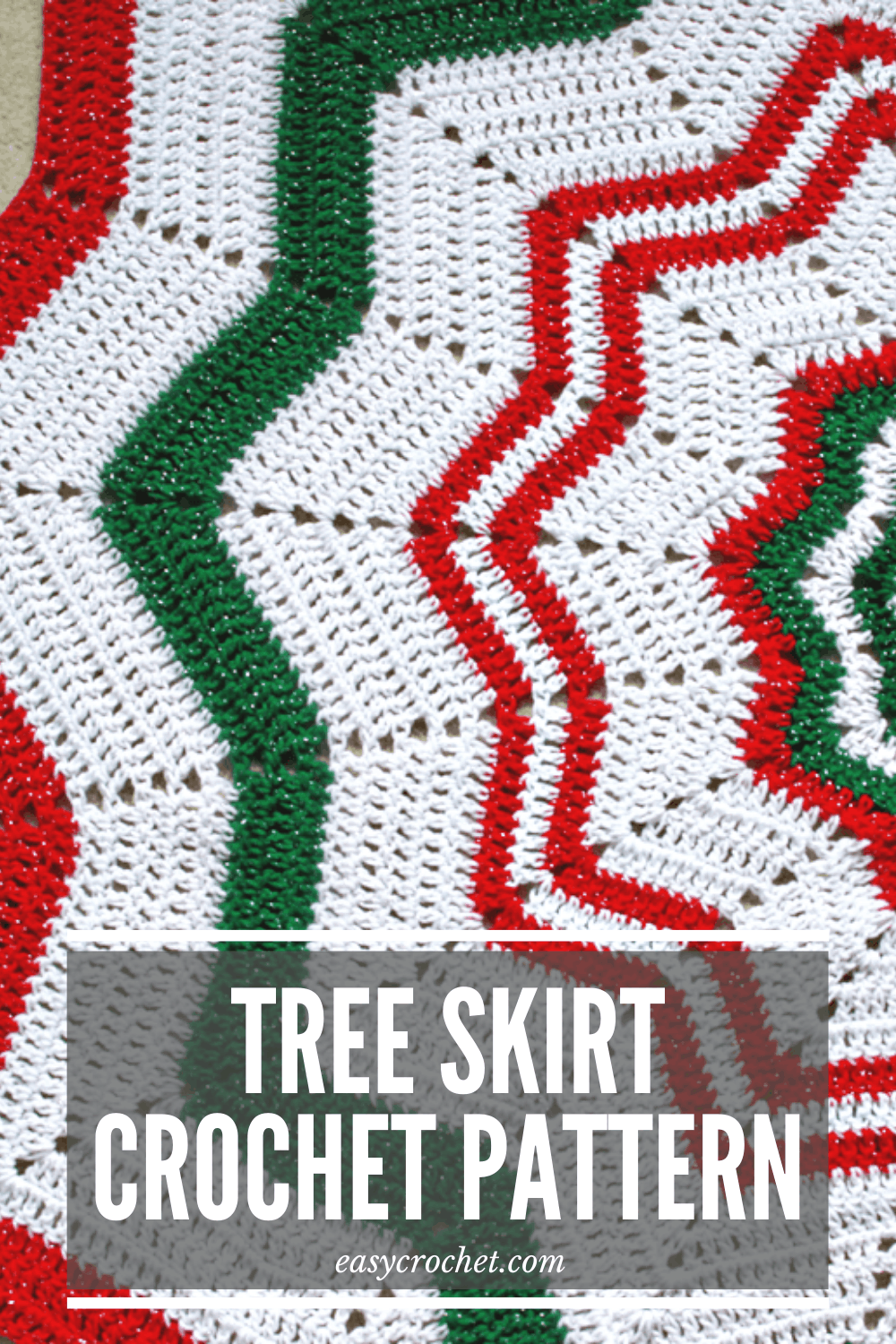 Tree Skirt Crochet Pattern to Crochet for this holiday Season! The perfect crochet Christmas crochet pattern via @easycrochetcom