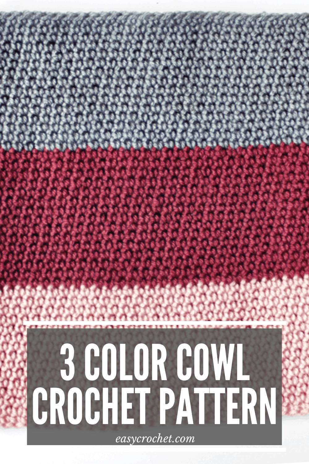 Crochet this color blocked cowl with this FREE CROCHET PATTERN! via @easycrochetcom