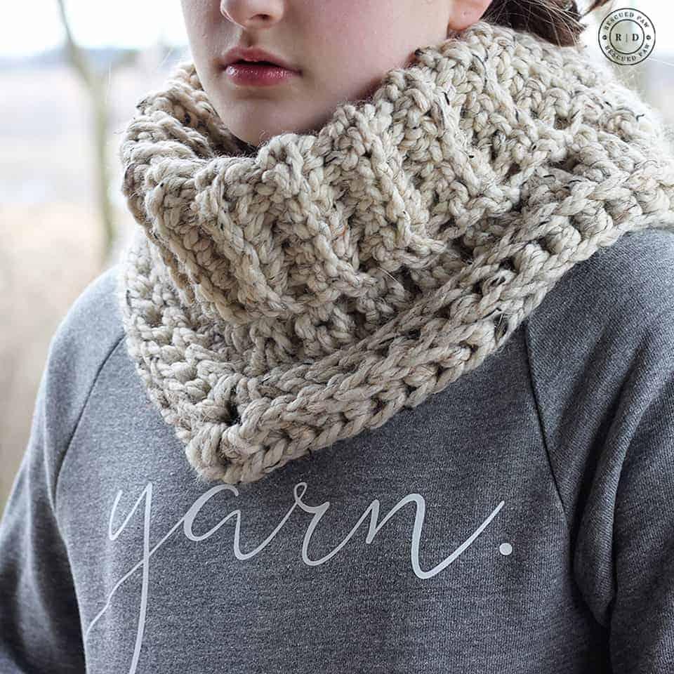 Easy Cowl Crochet Pattern - The Cara by Easy Crochet. www.easycrochet.com