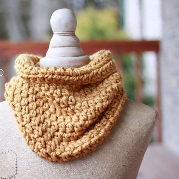 Crochet One Hour Cowl Beginner Pattern