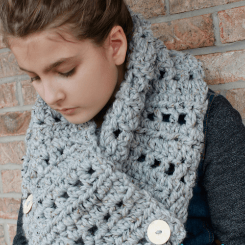 The Katie Button Cowl – Crochet Pattern