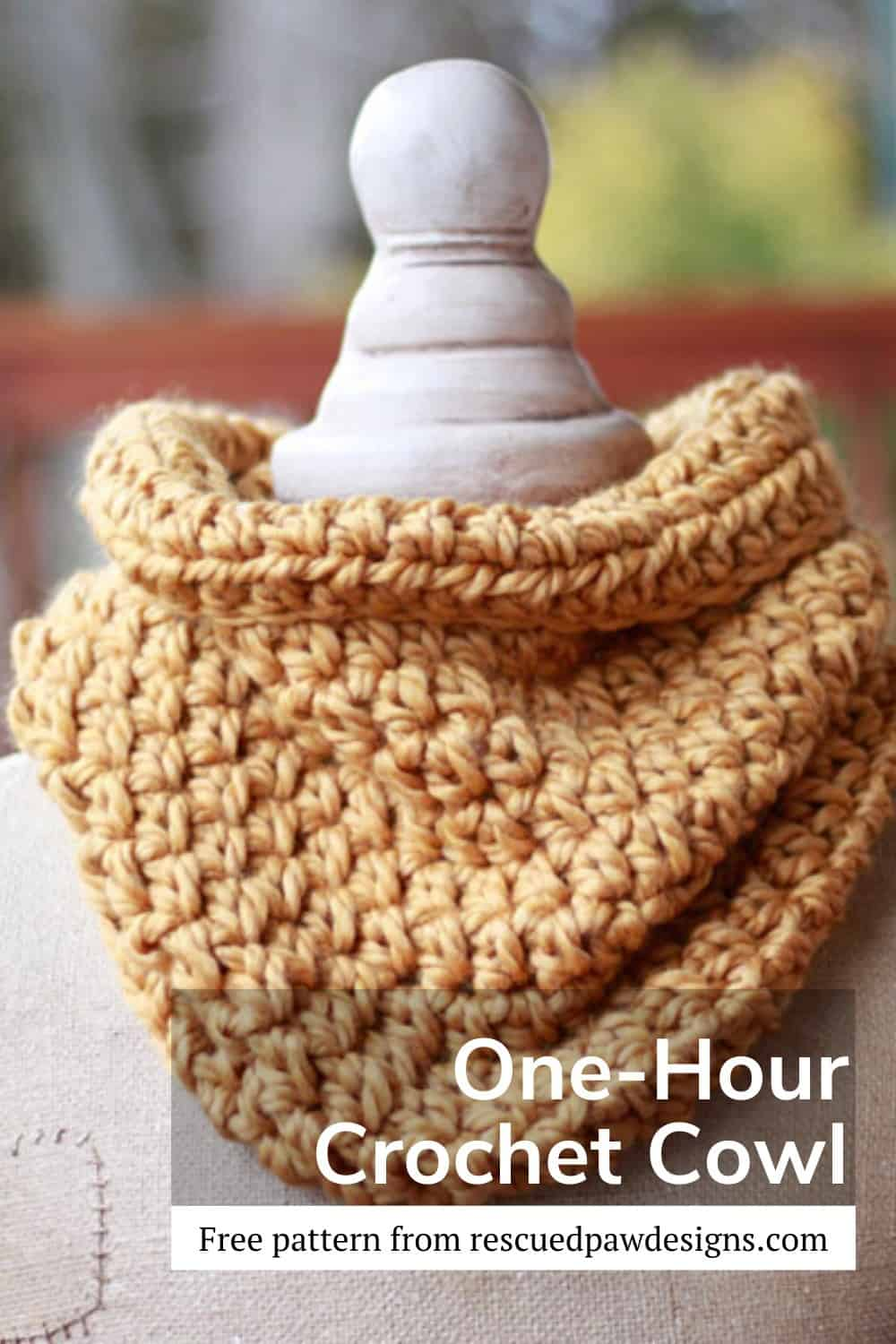 Easy and free crochet cowl pattern that only takes one hour to make! via @rescuedpaw