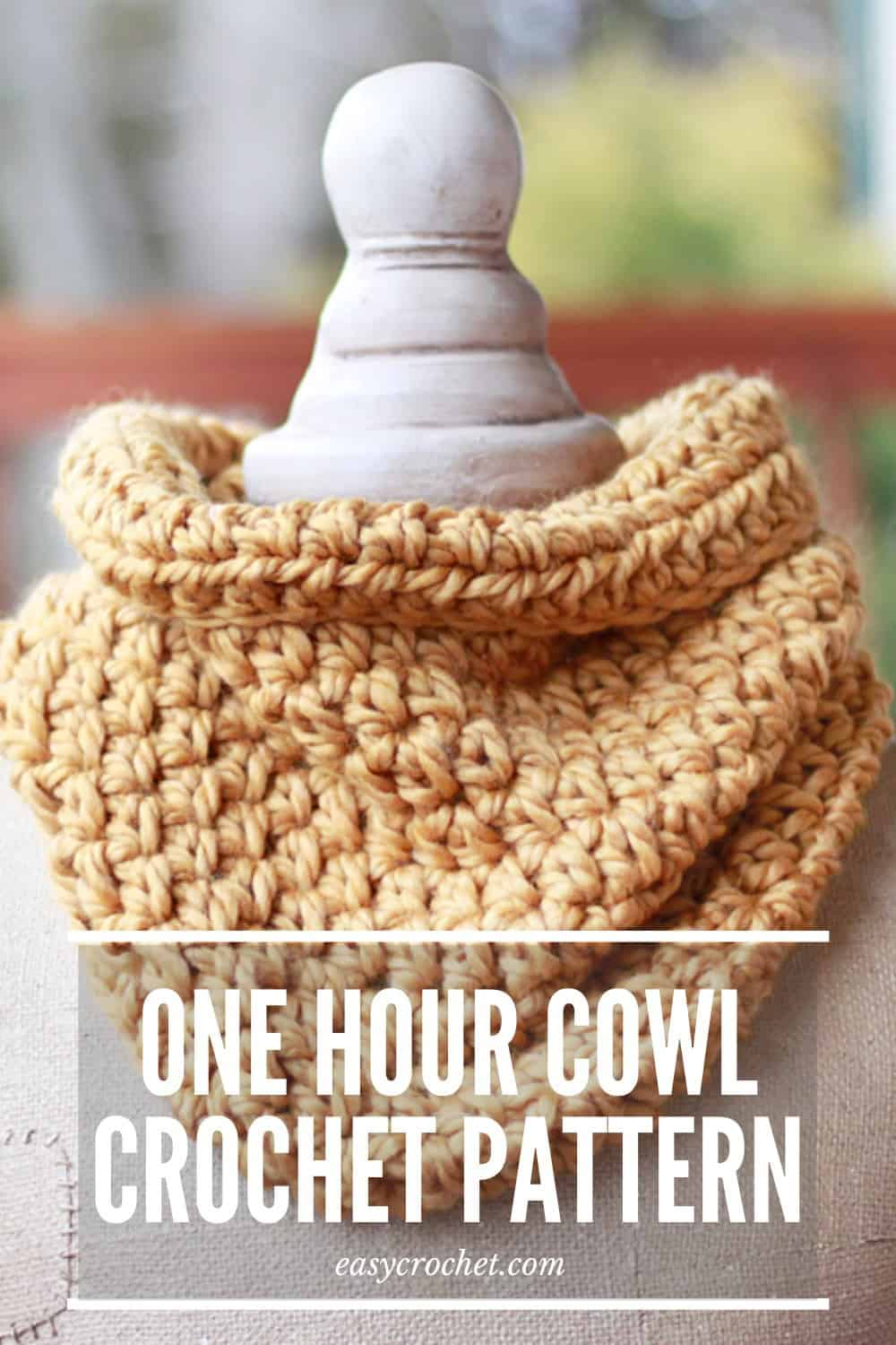 Make this beginner-friendly one hour cowl with our FREE crochet pattern! Uses only ONE stitch! Make one today! via @easycrochetcom