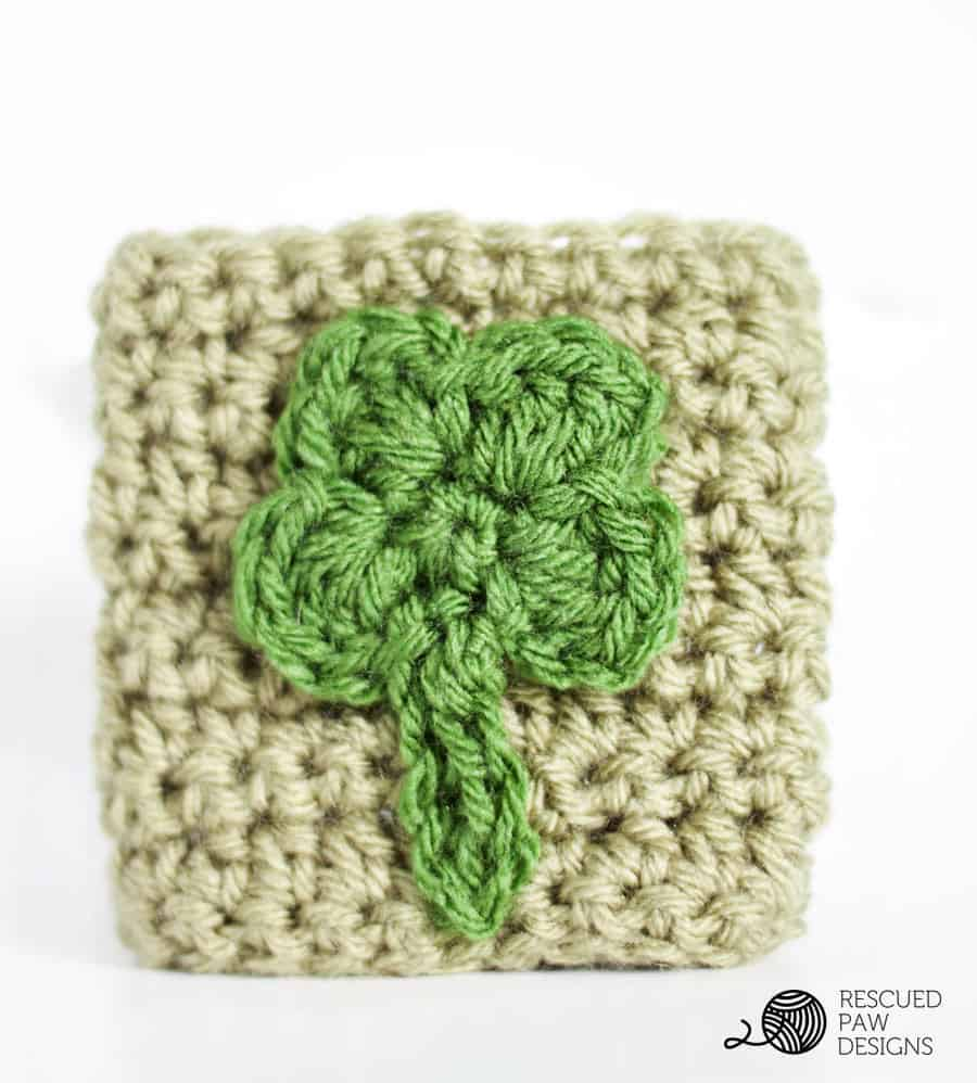 Shamrock Bottle Cozy Crochet Pattern by Rescued Paw Designs || www.rescuedpawdesigns.com