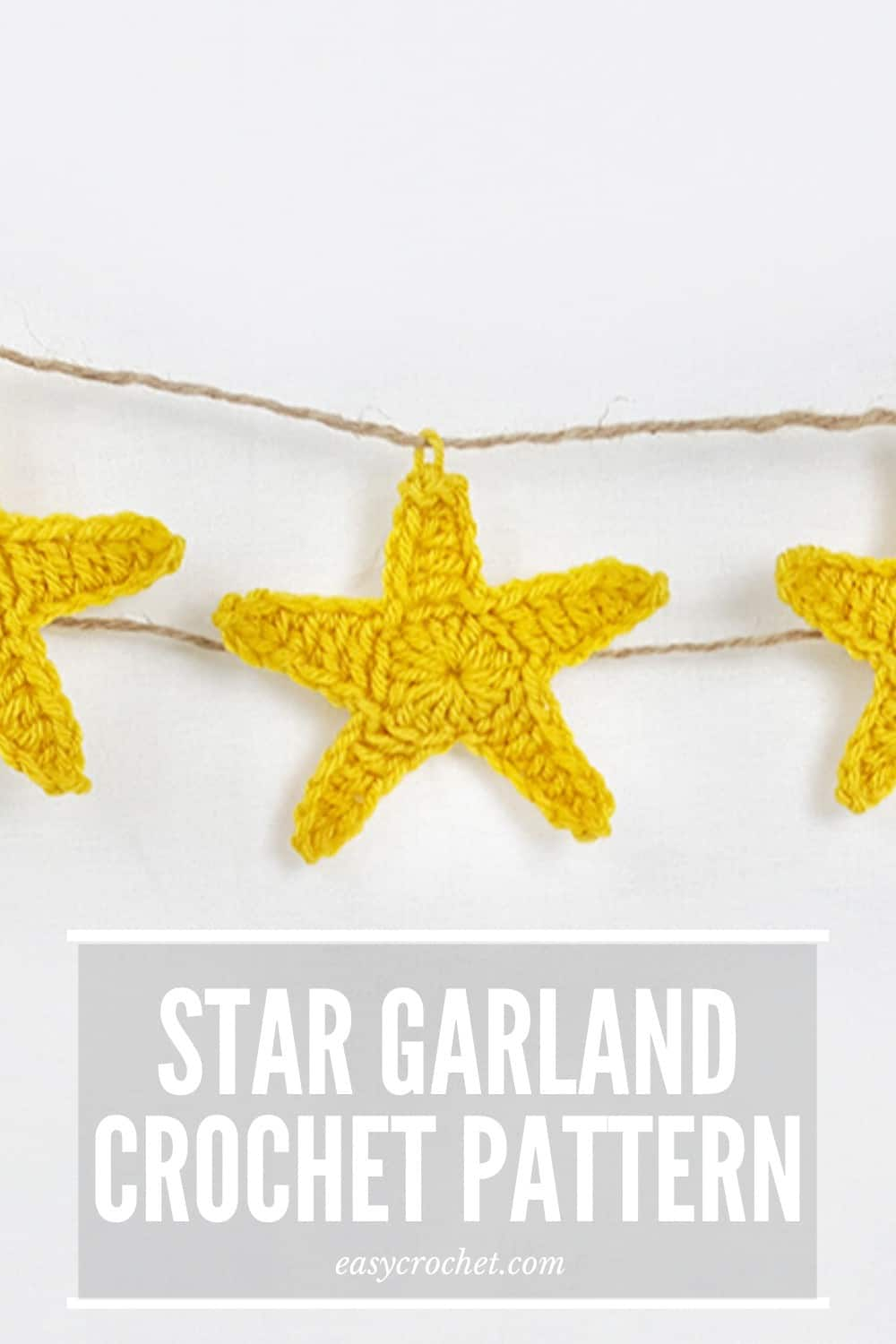 Free Crochet Star Pattern to make Garland with! Beginner-Friendly and easy to crochet! via @easycrochetcom