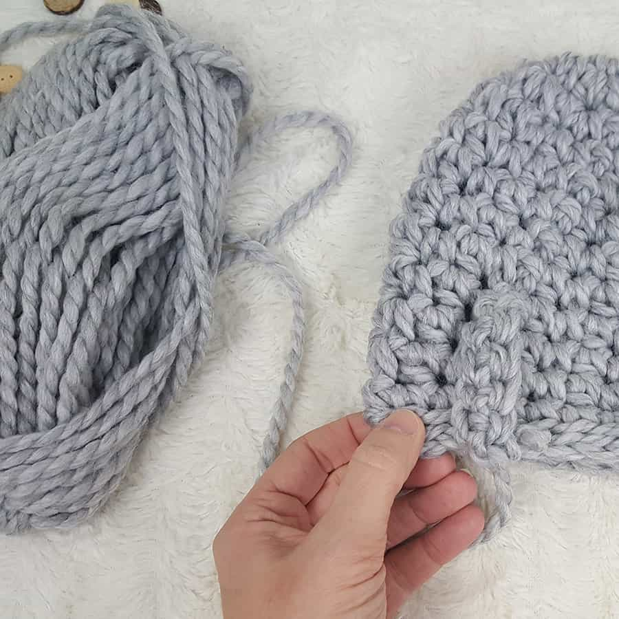 How to crochet a messy bun beanie