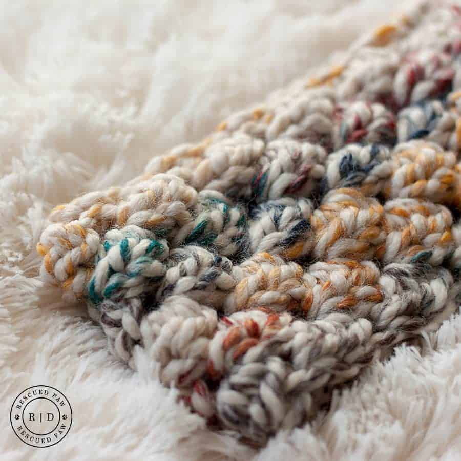 up close view of crochet headband