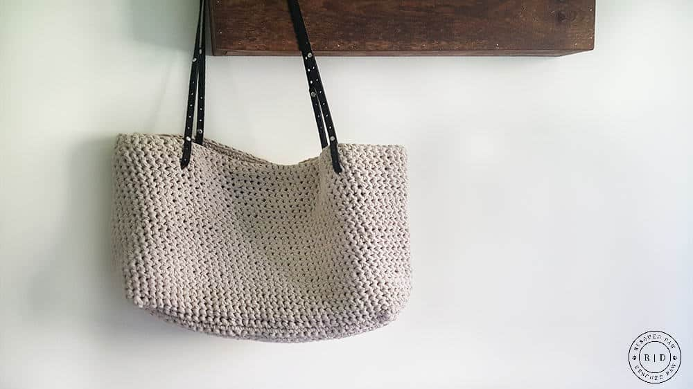 Carrie Tote Bag from Wool and the Gang - Full review from Easy Crochet. Would make a great purse, project bag or even diaper bag!