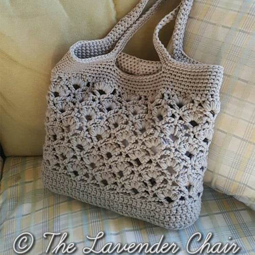 Check out these 5 FREE crochet bag patterns that are perfect for the beach! Just think, no more sand filled bags! Make one or all of these today!