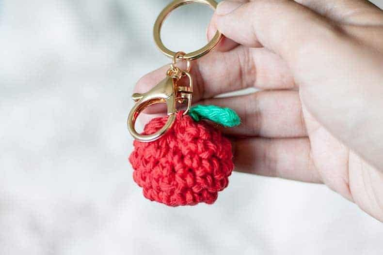 Apple Keychain Crochet Pattern - Great for Back to School! Free Pattern from Rescued Paw Designs. Crochet Apple Pattern www.rescuedpawdesigns.com - Click to Make now or Pin and Save for Later!