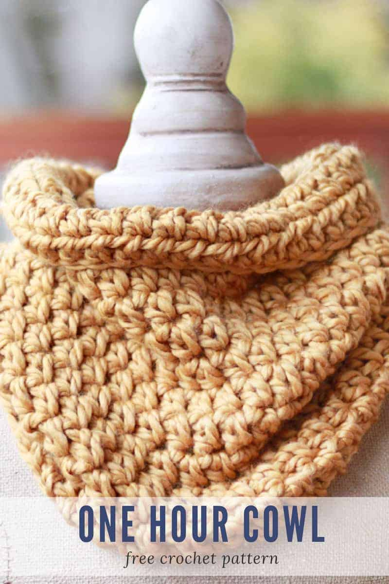 One Hour Cowl Crochet Pattern - Make Last Minute Crochet Christmas Gifts in a Weekend! www.easycrochet.com