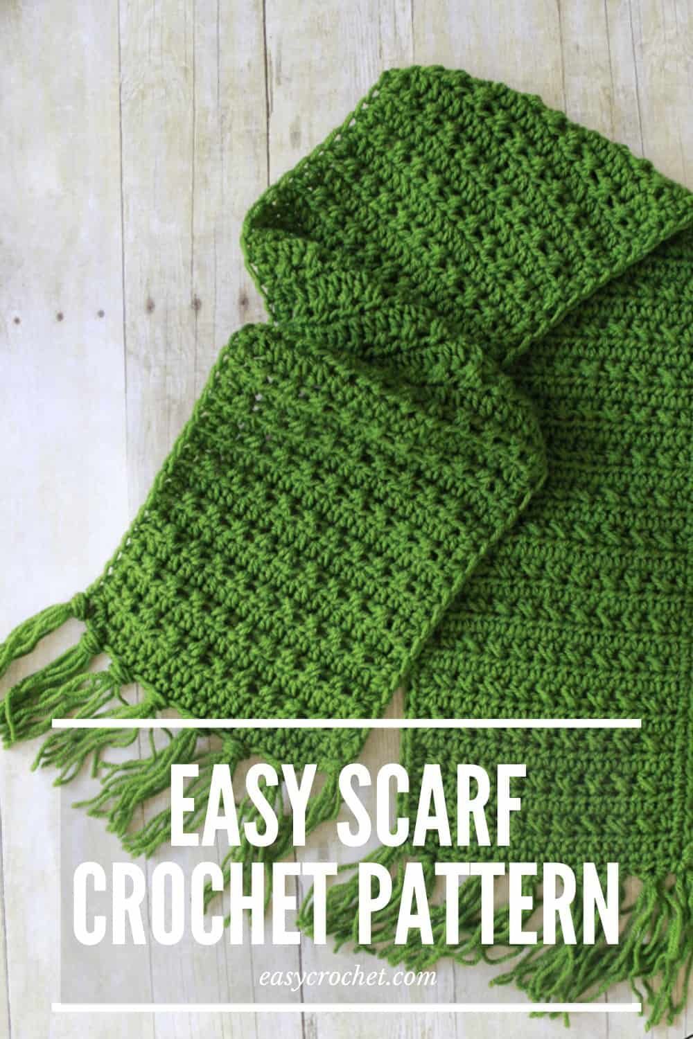 green crochet scarf pattern for Fall via @easycrochetcom
