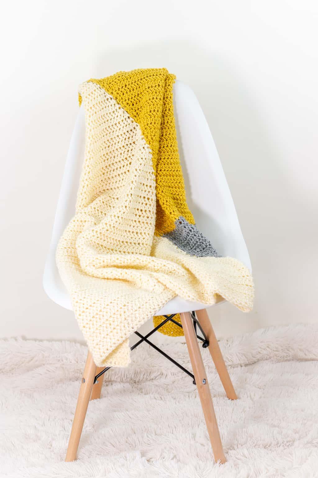 Modern Triangle Crochet Baby Blanket Pattern