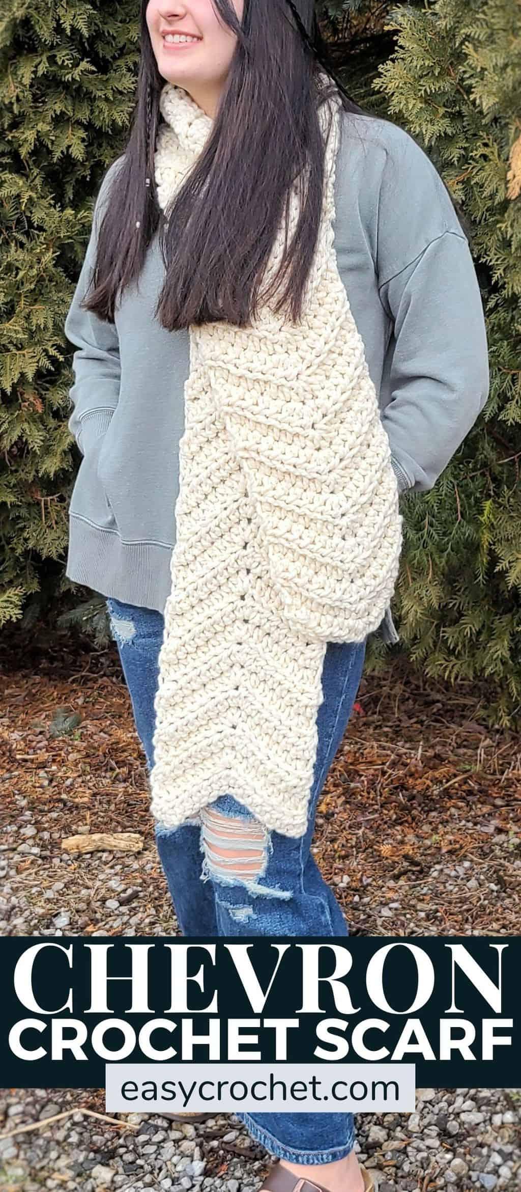 Josie Chunky Crochet Scarf Pattern via @easycrochetcom