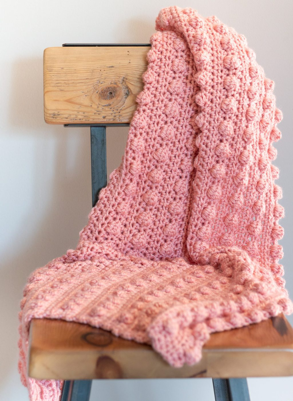 modèle de couverture au point de pompon au crochet